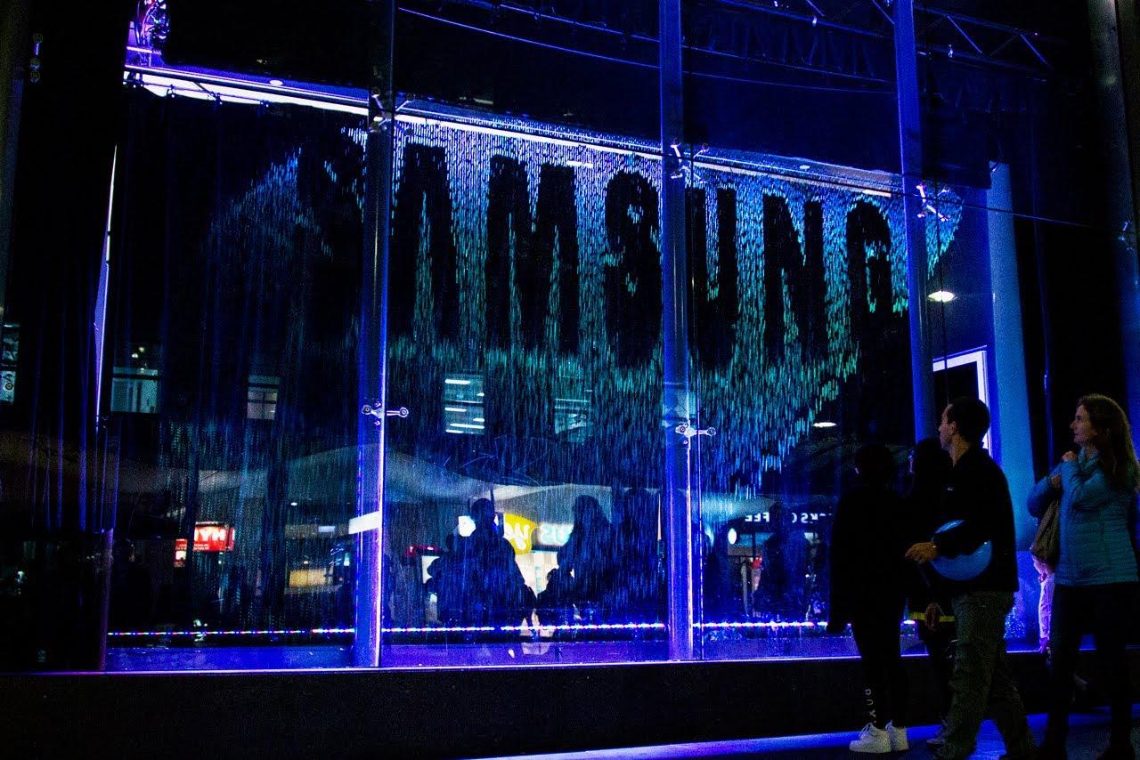 Màn nước ra mắt sản phẩm Samsung