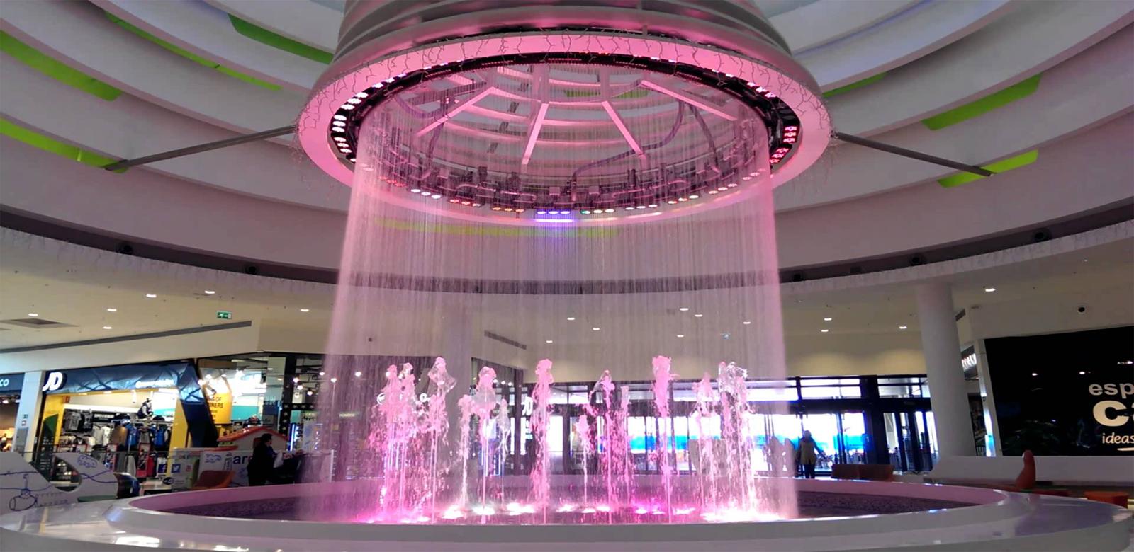 Màn nước tại trung tâm thương mại