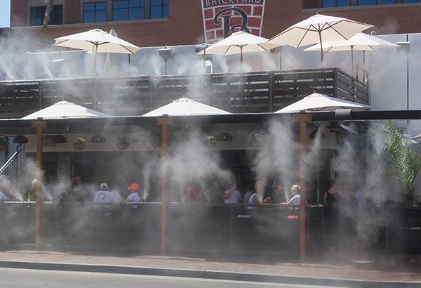 Phun sương ở quán coffee