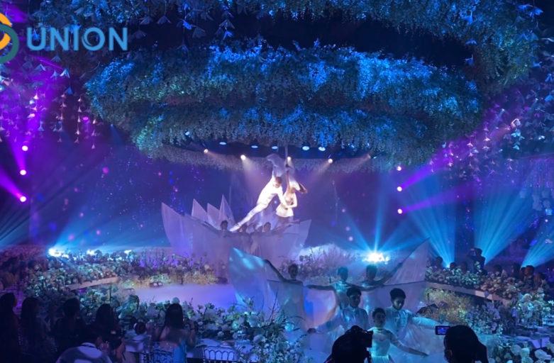 Màn nước tròn trang trí sân khấu tiệc cưới trị giá 3 tỉ đồng